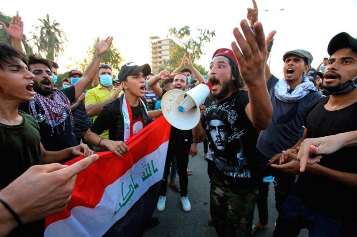 Li Iraqê xwepêşanderan çend pire û rê girtin