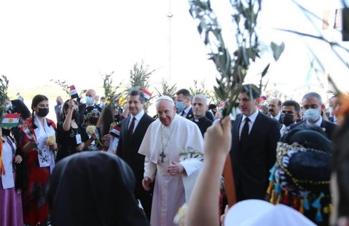 Parlamentarê Suryan: Iraqê bi şûrên şer, Kurdistanê bi çiqlên zeytûnê yê aştiyê pêşwazî li Papa kir