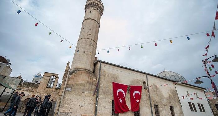 Rapora Efrînê: Tirkiye bi rêya dibistanan nifşekî îslamîyên tundrew ava dike!