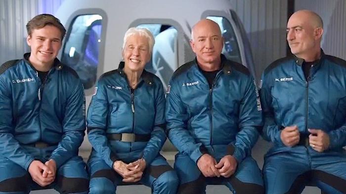 Jeff Bezos bi wesayîta New Shepardê geşta fezayê dike