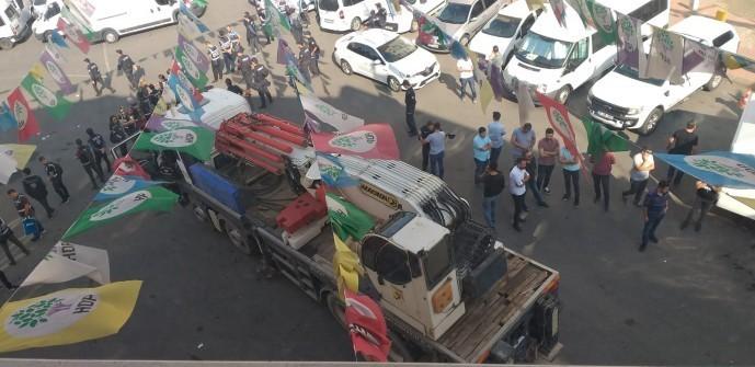 Diyarbakır | Polis iş makinalarıyla HDP kapısına dayandı