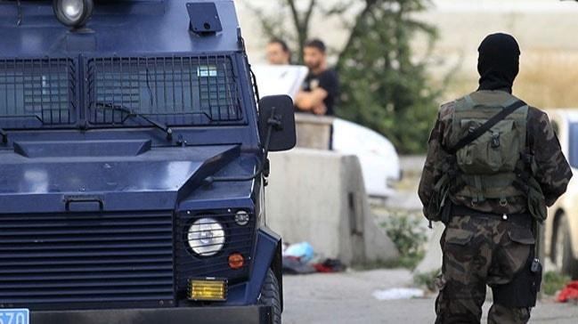 Diyarbakır'da çevik kuvvet aracı bir genci ezdi