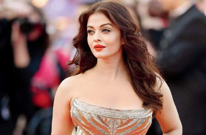 Bollywood'un yıldızı da koronavirüse yakalandı