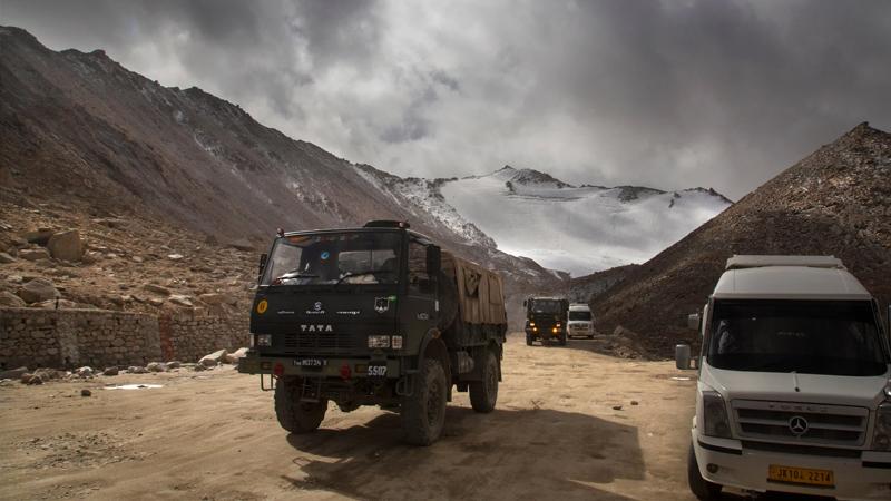 Hindistan-Çin gerilimi: Hindistan'dan Ladakh'taki hava üssüne takviye teçhizat