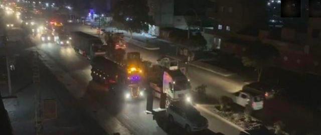 ABD ve Kürtlerin koruduğu 'petrol konvoyu' sınırdan geçti