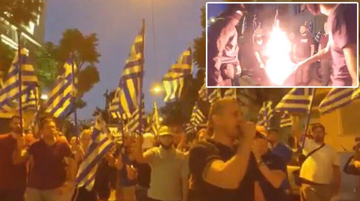 Ayasofya protestosu: Aşırı sağ Yunan grup Türk bayrağı yaktı