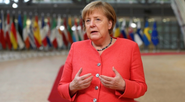 Merkel'den açıklama: Yunanistan'ın haklarını ciddiye almak görevimiz