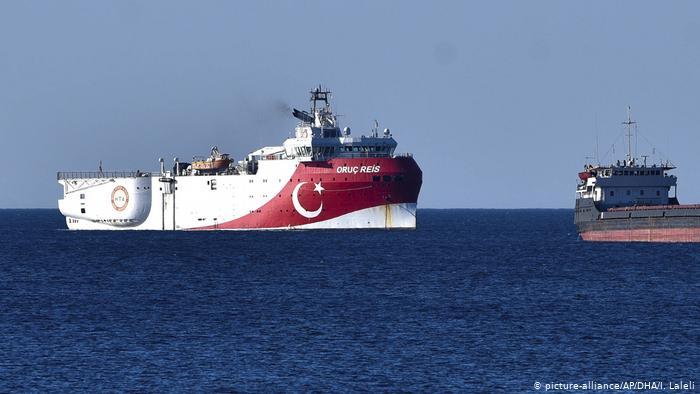 Türk gemisi Oruç Reis arama bölgesinden ayrıldı