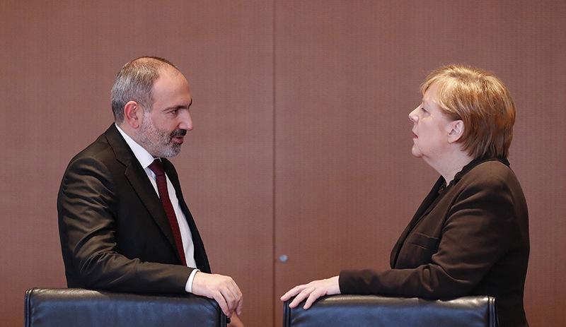 Paşinyan'dan Merkel'e Türkiye çağrısı