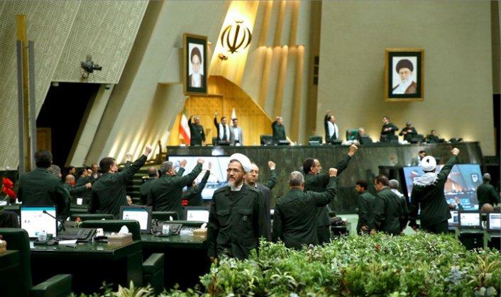 İran Meclisi, uranyum zenginleştirme yasasını onayladı