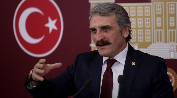 AKP'li vekil tarihi kitabeye babasının adını yazdırdı