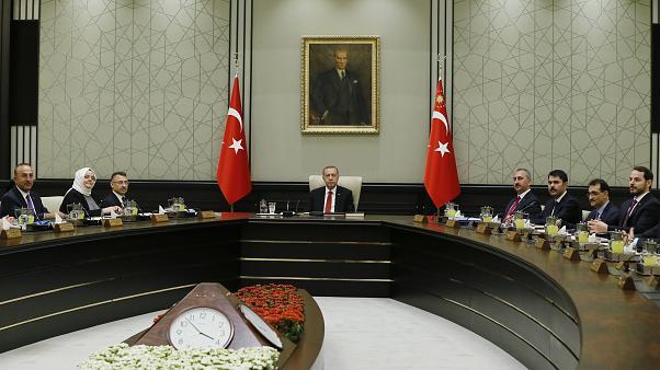 Türkiye'de salgınla mücadele kapsamında yeni kısıtlamalar gelebilir