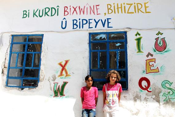 Suriye: Rojava'daki okulları hükümetin denetimine alacağız