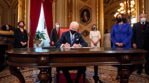 Biden, tartışmalı Trump kararlarını tersine çevirecek ilk kararnameleri imzaladı!