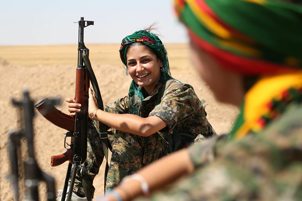 Eski ABD Dışişleri Bakanı Hillary Clinton, YPG'yi anlatan kitabın TV haklarını satın aldı!