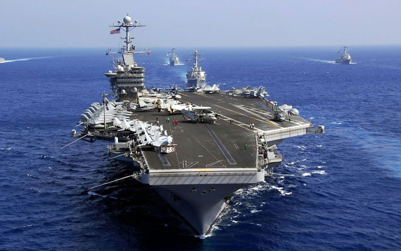 İran'ın fırlattığı füzeler ABD uçak gemisinin yakınına düştü!