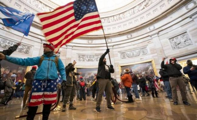 Kongre işgalinin ardından Beyaz Saray'da peş peşe istifa!