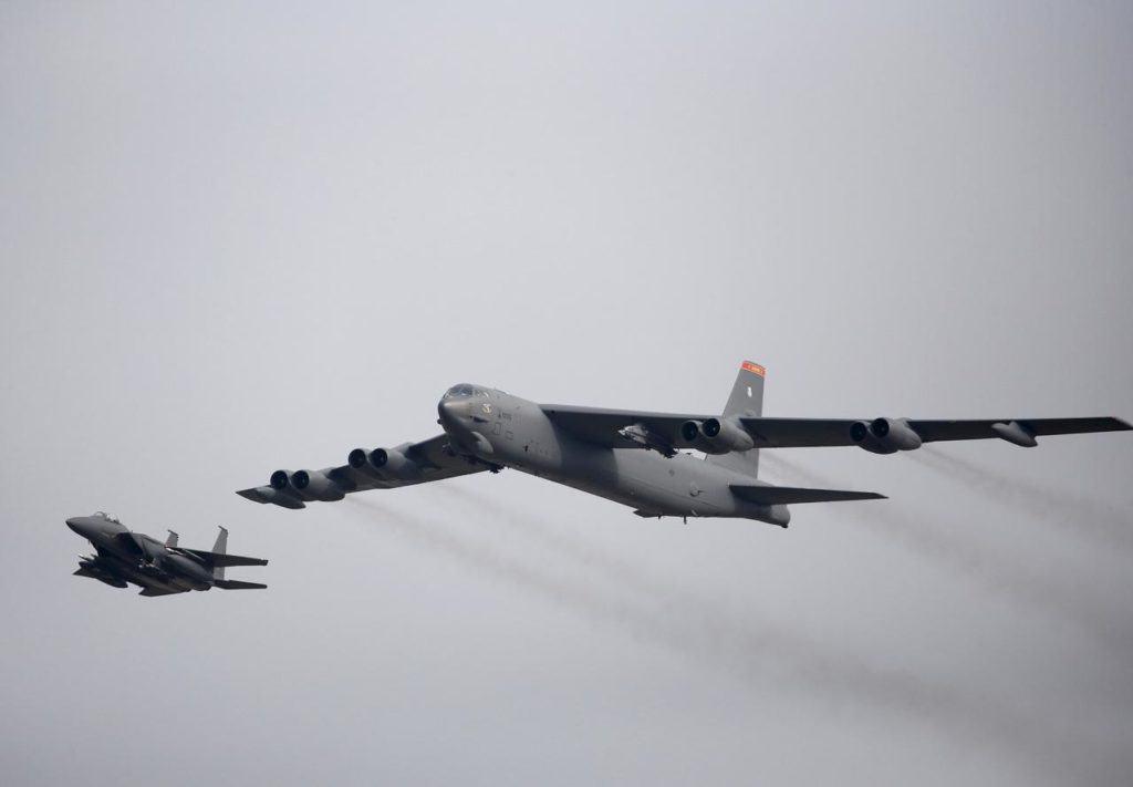 ABD'ye ait iki bombardıman uçağı Basra Körfezi'ne geçti!