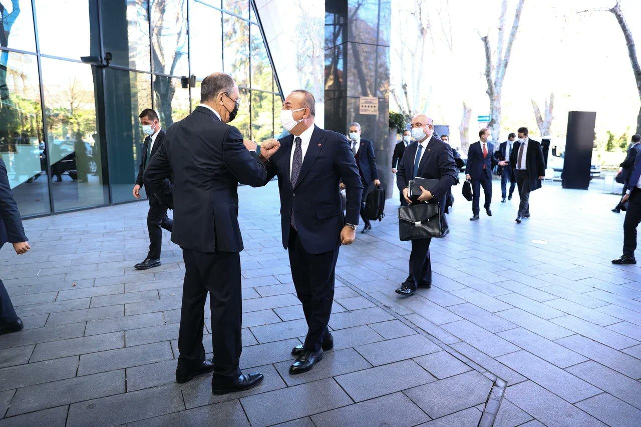 Lavrov ile Çavuşoğlu Soçi'de bir araya geldi