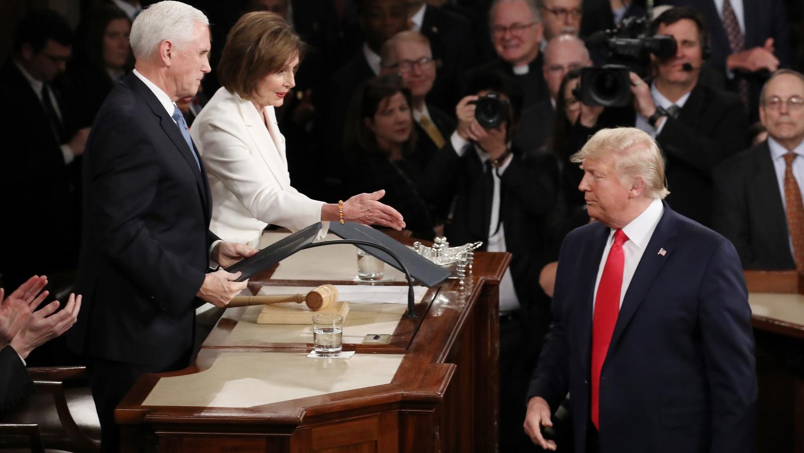 Pelosi: Hazırlıklı olun, eğer Trump istifa etmezse...