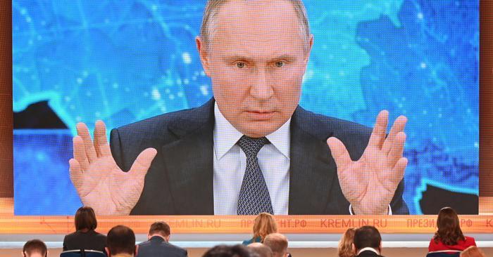 Putin: Tek kutuplu dünya modeli geride kaldı!