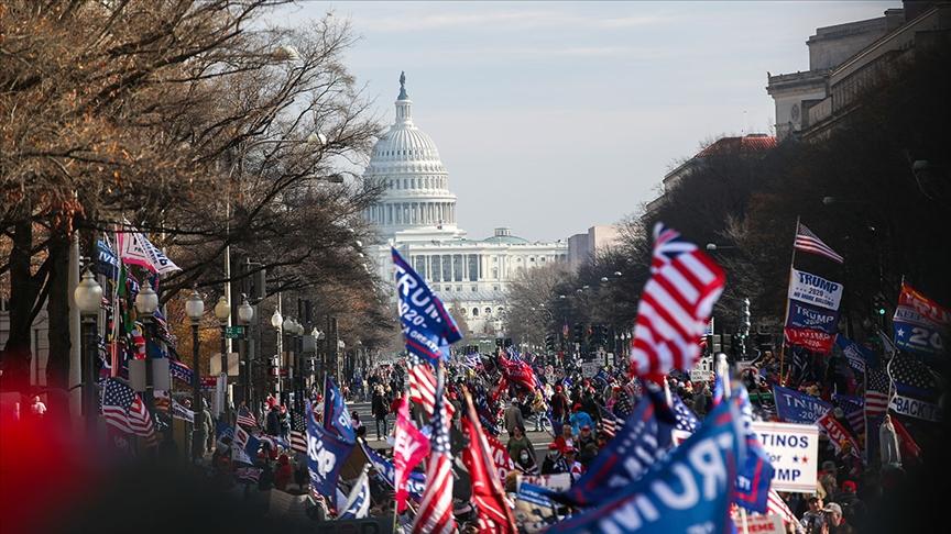 'Trump için yürü' gösterisi Washinton'da başladı!