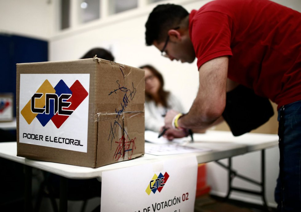 Venezuela: Halk, muhalefetin boykot ettiği seçim için sandık başına gidiyor