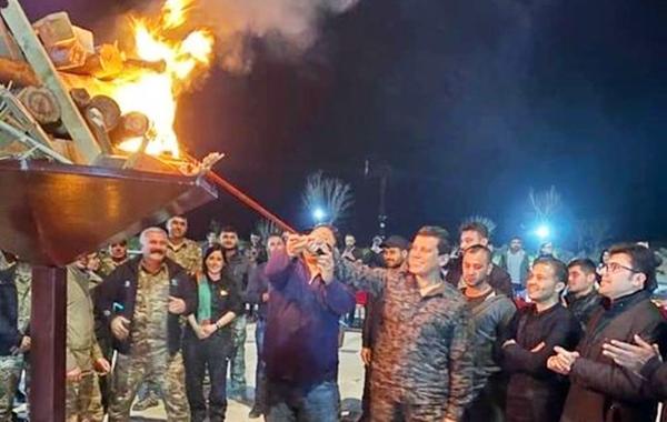 Mazlum Abdi ile ABD'nin Suriye Temsilcisi Newroz ateşini birlikte yaktı!