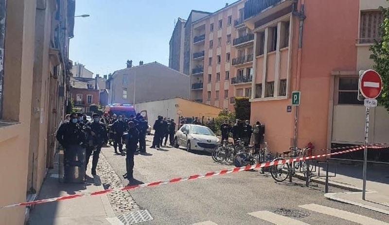 Fransa'daki Kürt derneğine 'Bozkurtlar' tarafından ırkçı saldırı!