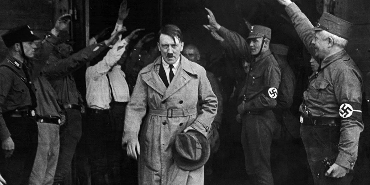 Hitler'e ait eşyaları açık artırıma sunan Avustralyalı müzayedenin evine tepki yağdı!