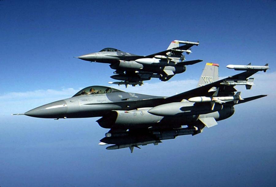 Koalisyon'dan Mahmur kırsalına bombardıman!