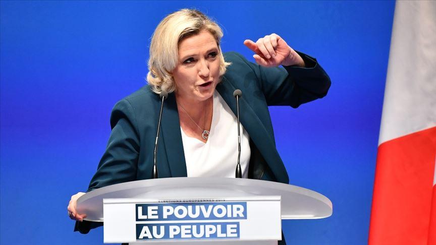 Le Pen, Fransa cumhurbaşkanlığı seçimi için adaylığını açıkladı!