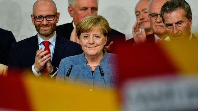 Almanya'da seçim: Merkel'in partisinden rekor oy kaybı!
