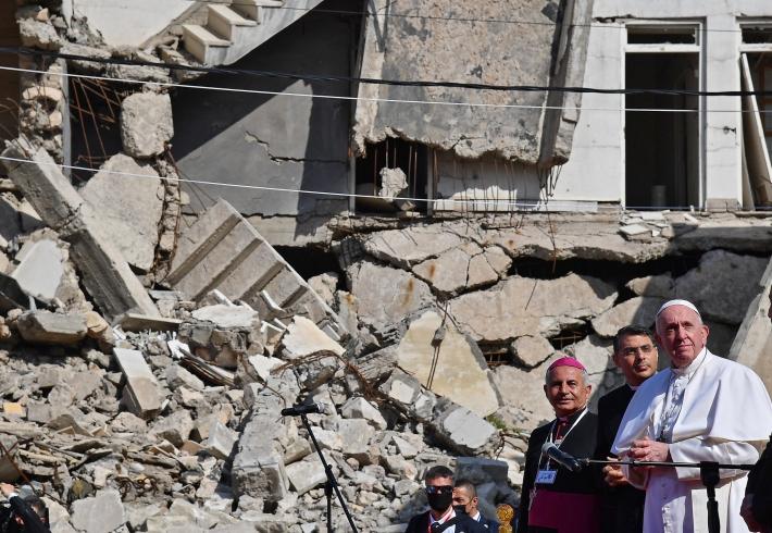 Papa harabeye dönen Musul'da konuştu. Bu nasıl bir zulümdür