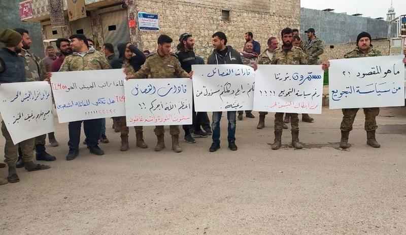 Suriye'de maaşları ödenmeyen milislerden Türkiye'ye protesto!