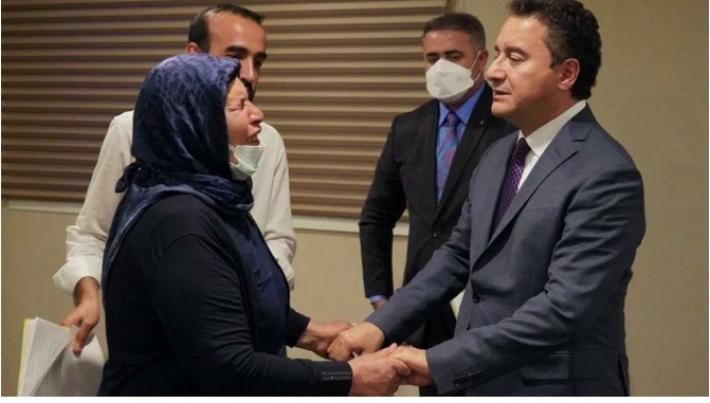 """Şenyaşar ailesi ile bir araya gelen Babacan'dan """"adalet"""" mesajı!"""