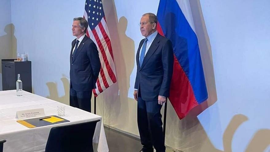 Blinken ve Lavrov ilk kez bir araya geldi
