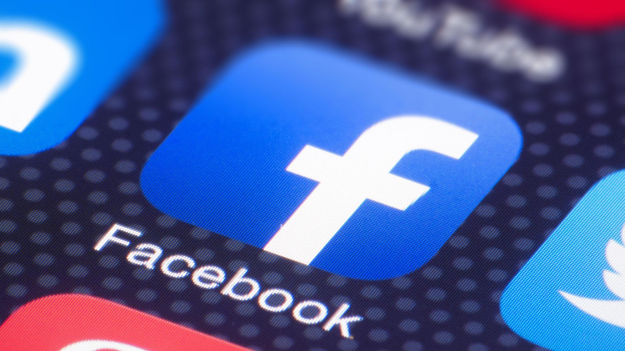 Dünya genelinde internet sıkıntısı: Facebook hisseleri çöktü!