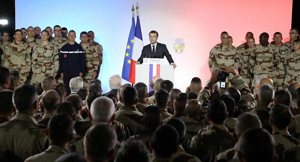 Macron'dan o ülkeye 'radikal islam' uyarısı: Fransız askerleri geri çekerim!