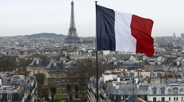 """Fransa'da """"Tüm camileri patlatalım"""" diyen aşırı sağcının adaylığı iptal edildi!"""