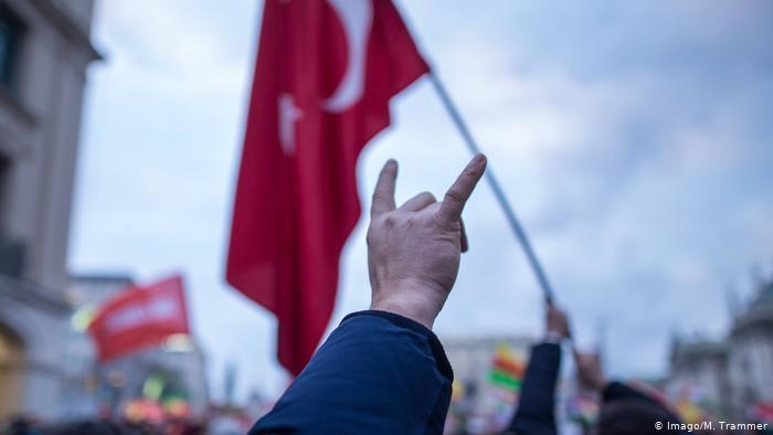 Almanya'dan Ülkücü uyarısı: Kürtler ve azınlıklar için tehlike teşkil ediyorlar!