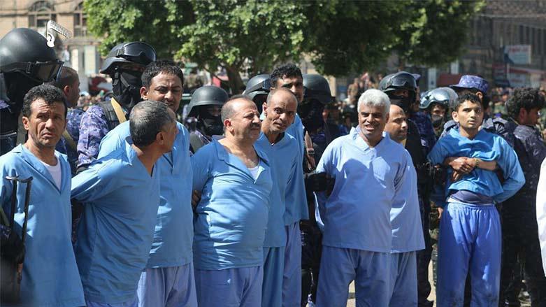 İran destekli milisler 9 kişiyi herkesin gözü önünde kurşuna dizdi!