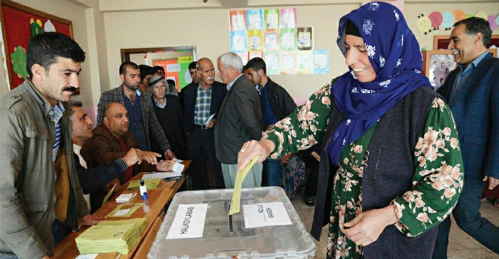 Araştırma: Kürtler AKP'den uzaklaşıyor, artık 5 kişiden 1'i oy veriyor!