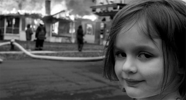 'Felaket Kız' fotoğrafı NFT formatında yaklaşık 500 bin dolara satıldı