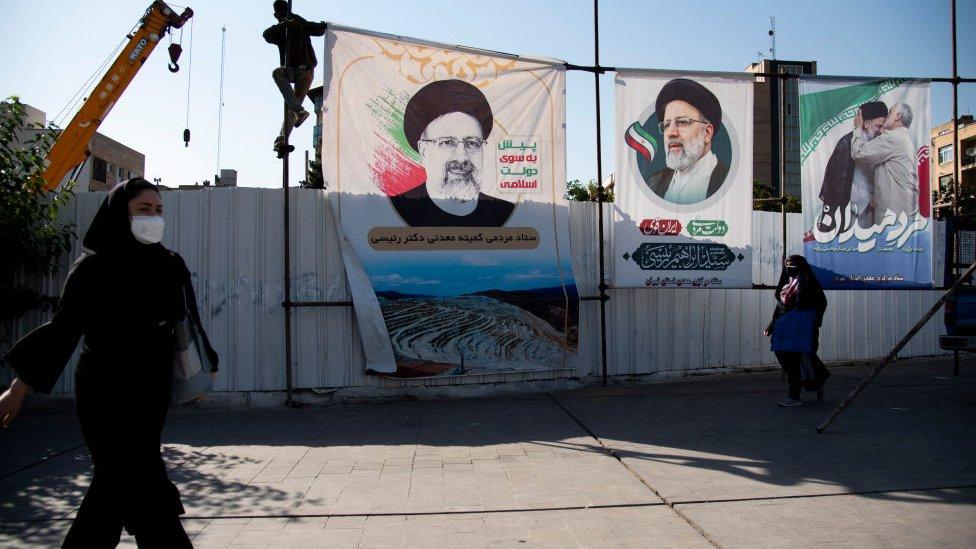İran'da iki cumhurbaşkanı adayı seçimden çekildi