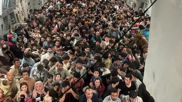 Rusya: ABD, Kabil Havalimanı'ndan aldığı 640 Afgan'ı Uganda'ya bıraktı!