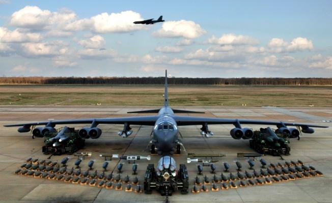 ABD'ye ait B-52 bombardıman uçaklarından Taliban'a saldırı: 200'den fazla ölü!