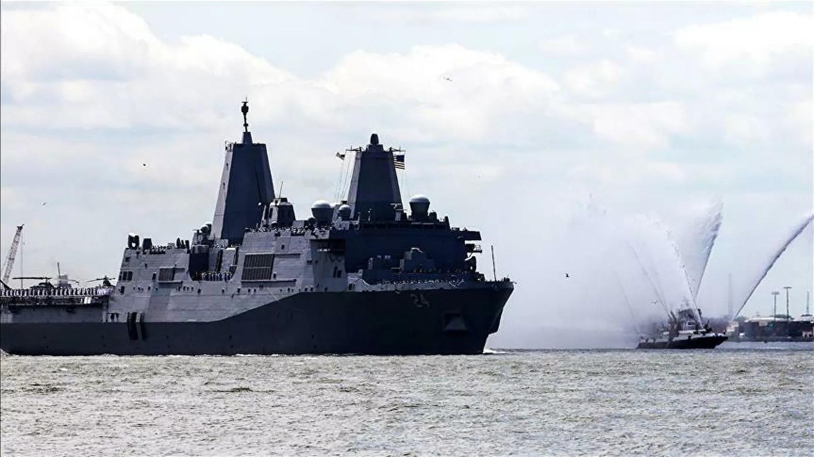 ABD Donanması tatbikatta bir firkateynini imha etti