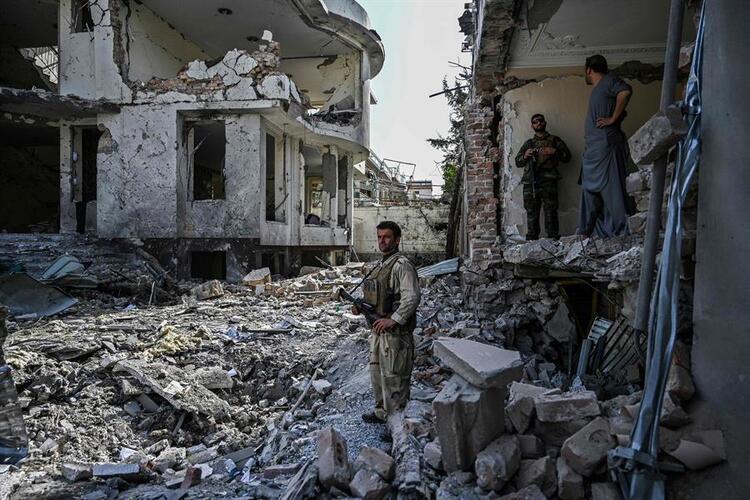 Taliban'dan, Afganistan Savunma Bakanı'nın evine bombalı saldırı!