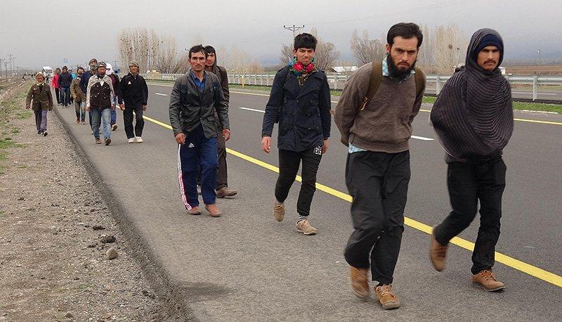Taliban'dan kaçan Afganlar, Türkiye'ye akın ediyor!